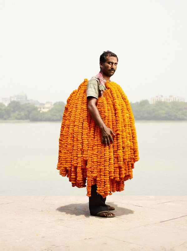 vendeur-fleur-india-marche-ghat-homme-01-599x800