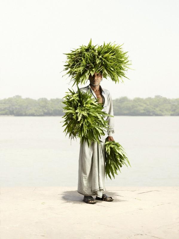 vendeur-fleur-india-marche-ghat-homme-02-599x800